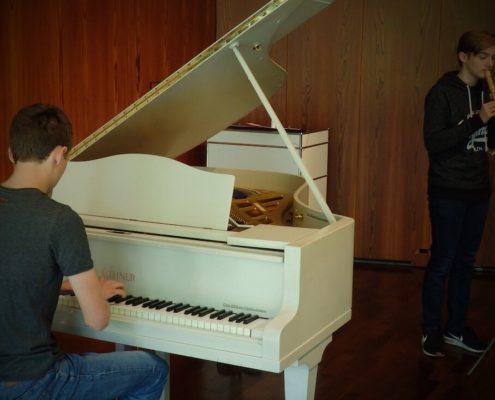 Klavier begleitet Flöte