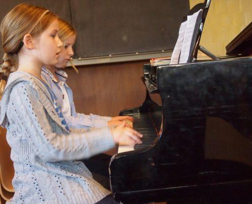 Unterricht für Kinder am Klavier